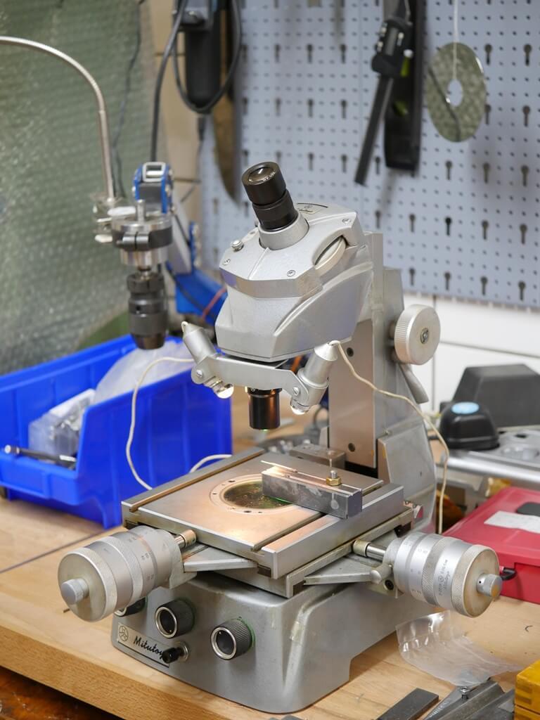 Mikroskop aus der GSR-Qualitätssprüfung: Mikroskop-Objektiv-Gewinde, RMS-Gewinde, Mikroskop