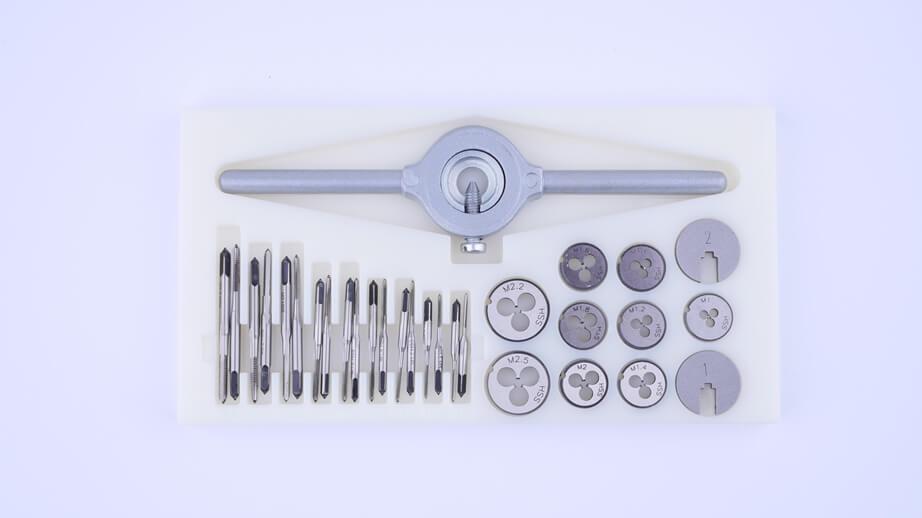 Miniatur-Gewindeschneid-Satz für filigrane Arbeiten: Gewindebohrer, Schneideisen und Haltewerkzeug