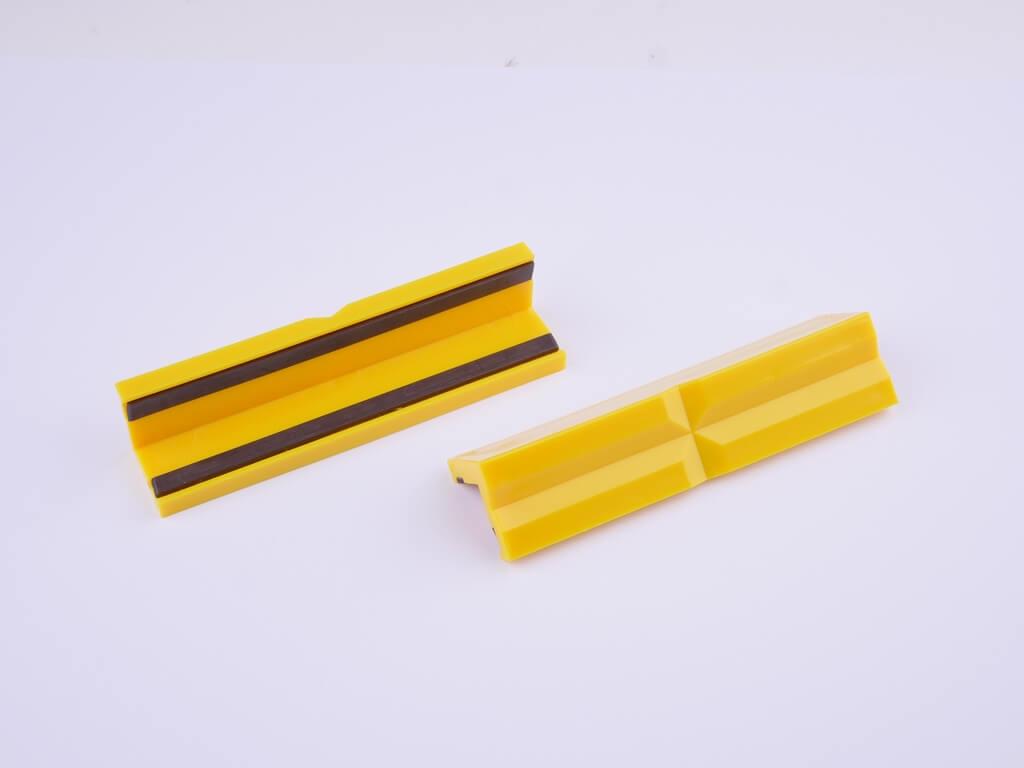 GSR Schonbacken aus Kunststoff mit Prismen-Profil und magnet Streifen