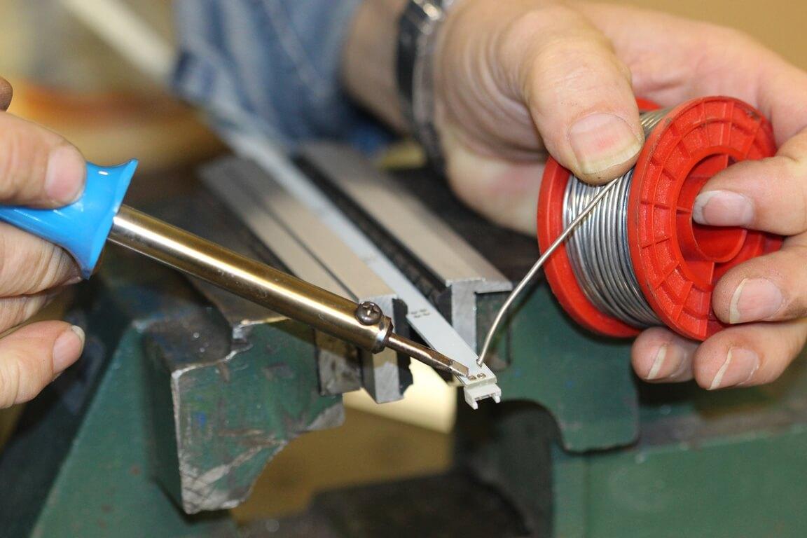 Schonbacken-Anwendung: Zum Löten wurde das Werstück in die Schonbacken eingespannt