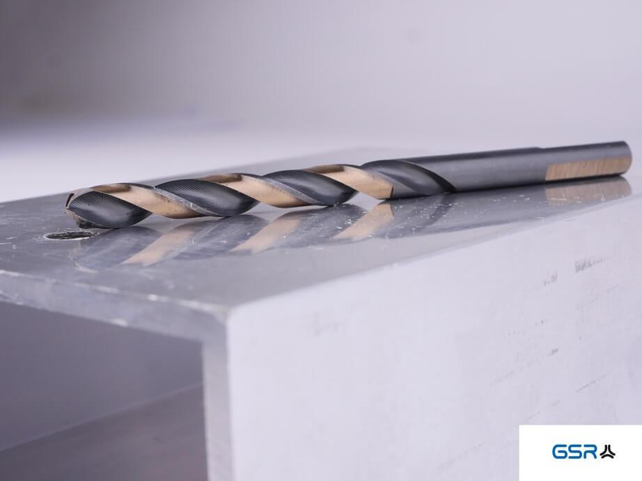 GSR PowerSpike Metallbohrer für Akkuschrauber: Seitenansicht des Spiralbohrers in den Farben Gold und Schwarz mit Sonderlegierung