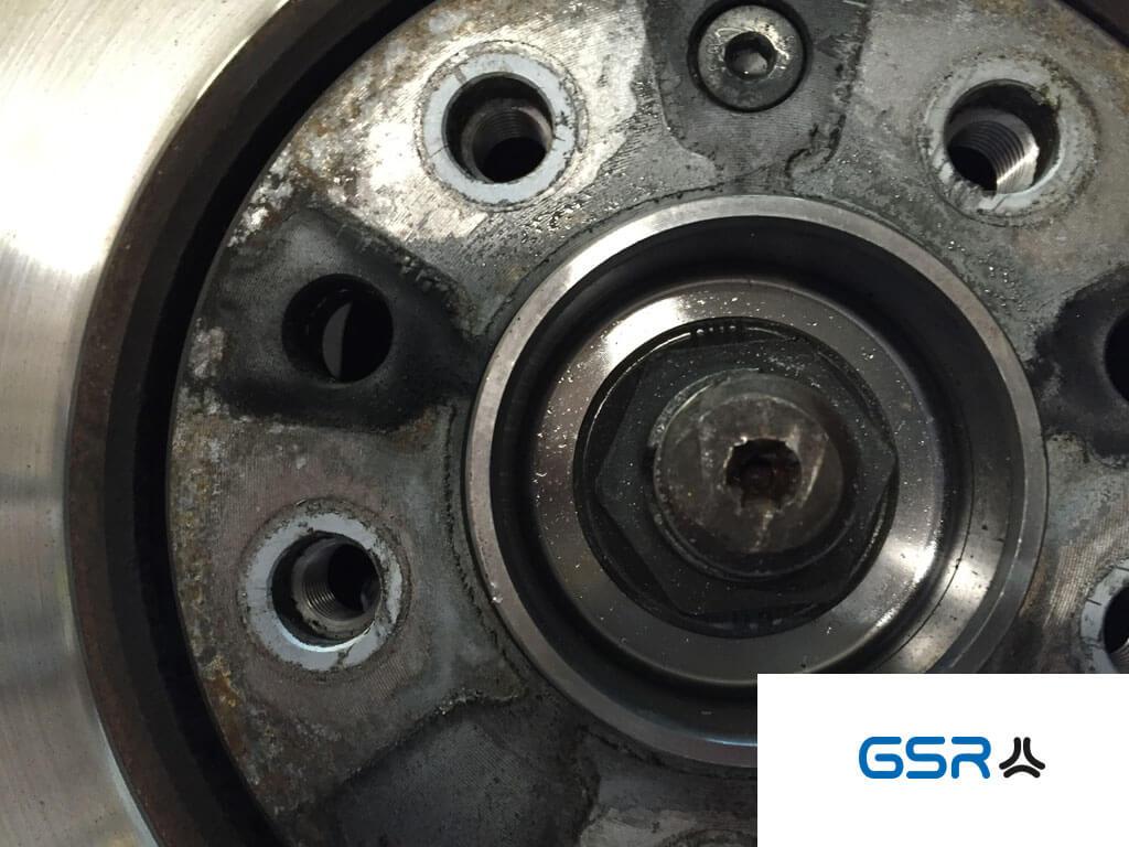 GSR Gustav Stursberg Gewinde an den Autorädern: In das Gewinde der Radnabe wird ein Radbolzen eingeschraubt, Gewindeart ist metrisch fein